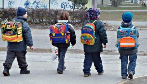 školska torba, skolska torba-djaci-prvaci-školska-torba